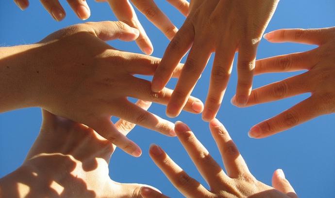 Mans de voluntariat - Font: pixabay.com