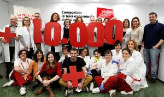 Una fotografia de grup per commemorar la xifra Font: