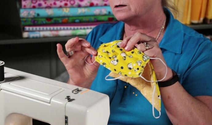 Màscara higiènica cosida a mà Font: Kathy Braidich