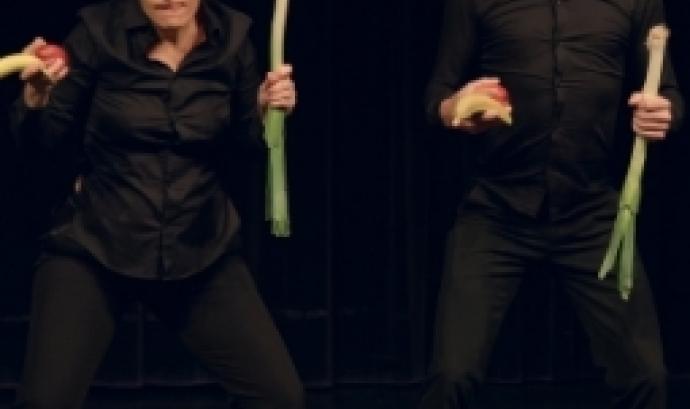 Els LLuïsos programa l'obra de teatre 'Menjar' al voltant del menjar escombraria.