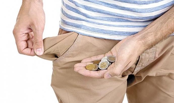 Butxaca buida i mà amb monedes. Font: vesconews.com Font: