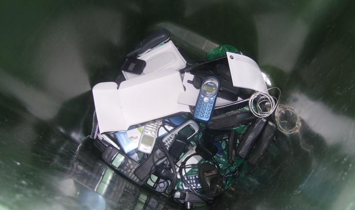 Imatge il·lustratiu de escombraries electrònics, de https://www.flickr.com/photos/pavlinajane/10842164056/sizes/l Font: