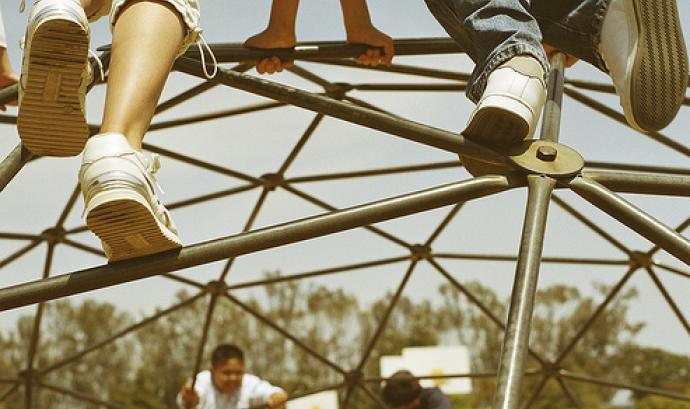 Nens jugant al parc - de SCA Svenska Cellulosa Aktiebolaget a Flickr