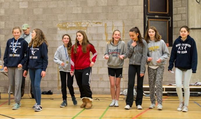 Noies en un pavelló d'esports