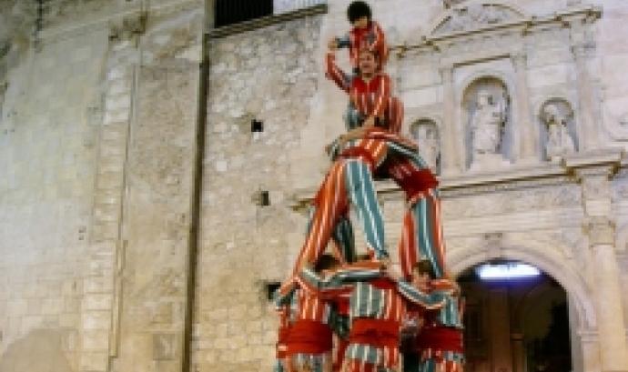 Actuació de la colla Nova Muixeranga d'Algemesí