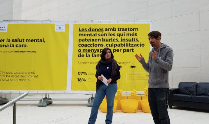 """Un dels estands mòbils de la campanya """"Parlem Obertament"""". Font: Obertament"""