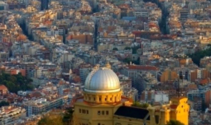 Vistes de Barcelona des de l'Observatori Fabra. Foto: Ismadison