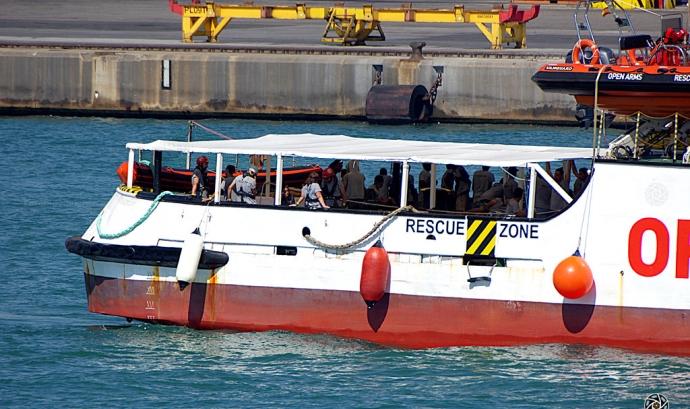 L'Open Arms ha desembarcat a l'illa de Lampedusa per ordre de la fiscalia italiana. Font: Fotomovimiento, Flickr