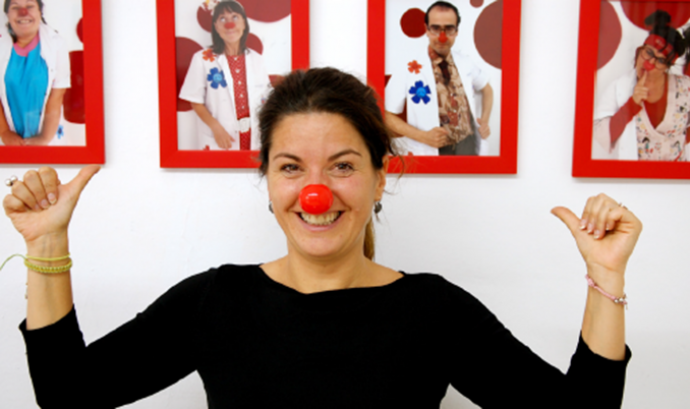 Angie Rosales és fundadora i presidenta de Pallapupas, el grup de pallassos d'hospital. Font:Tomando-conciencia.org.  Font: Font: Tomando-conciencia.org.