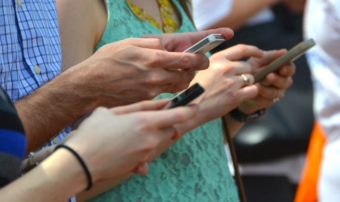 La ciutadania pot fer servir les app per implicar-se amb la ciutat. Font: Adam Fagen, Flickr