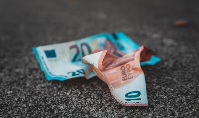 La renda bàsica és una mesura que comporta l'atorgament de 1.000 euros mensuals a tota la ciutadania. Font: Unsplash. Font: Unsplash
