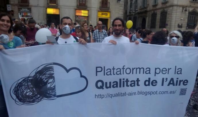 Manifestació de membres de la plataforma a la Plaça de Sant Jaume Font: