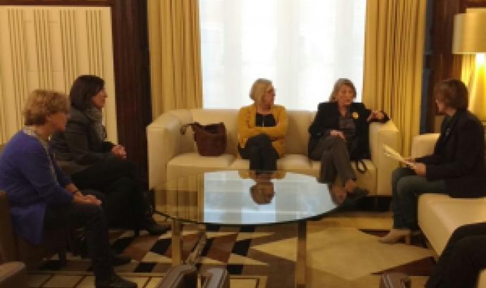 Reunió de les quatre portaveus de Pobresa Zero-Justícia Global amb la presidenta del Parlament,Carme Forcadell / Font: PobresaZero-Justícia Global