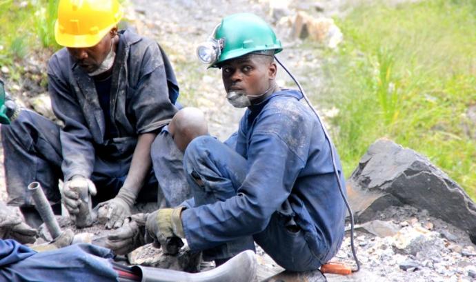 Treballadors congolesos. Imatge CC BY-NC-SA 2.0 de la galeria Fairphone (Flickr) Font: