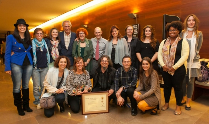 Membre de la biblioteca Can Butjosa de Parets durant la recollida del premi Font: