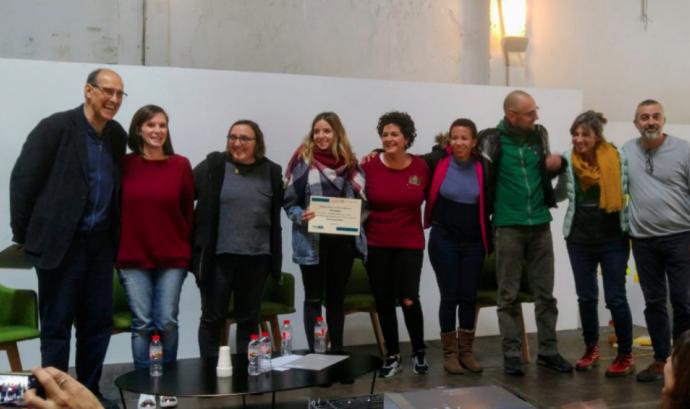 L'equip de pebMINA va recollir el primer premi de la crida 'Comunitats que Eduquen' en una jornada que va tenir lloc el 30 de novembre de 2018 Font: Fundació Jaume Bofill