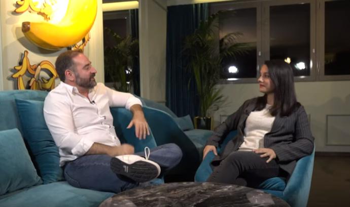 Gabriel J. Martín i Paula Alcaide parlen sobre els factors emocionals més importants pel benestar emocional de les persones LGTBI. Font: IdemTV