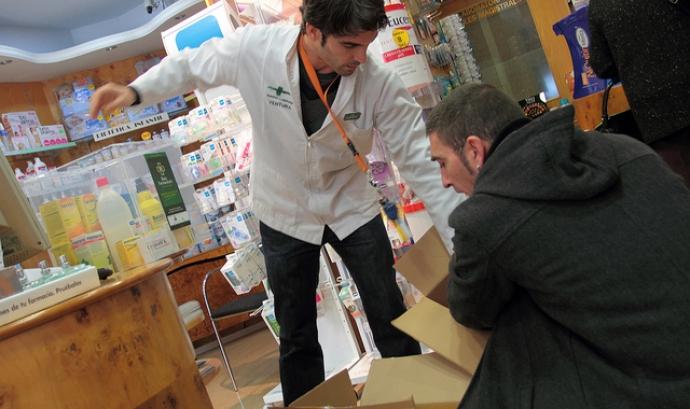Recollida medicaments. Font: Arrels Fundació (Flickr) Font: