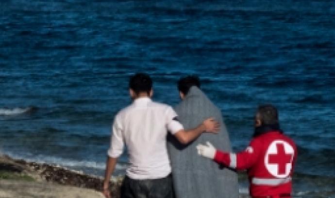 Un refugiat, en el moment del seu rescat a la Mediterrània. Font: Universitat de Barcelona