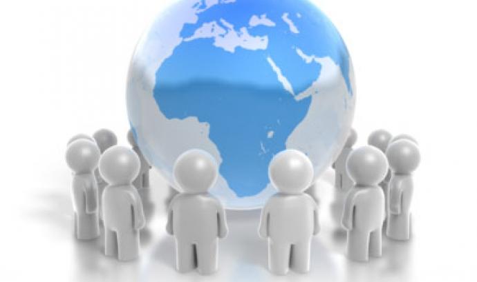 Persones mirant el món: Font: sidneymarketing.com