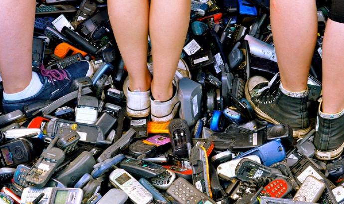 Residus de telèfons mòbils. Font: Fairphone (Flickr) Font: