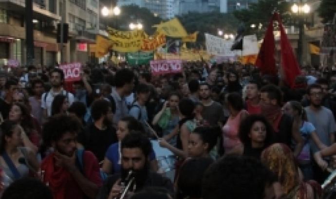 Manifestació de jovent en ple carrer. Font: dfactory
