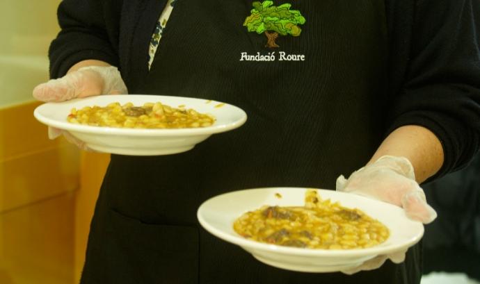 El menjador social ofereix està obert de dilluns a diumenge. Font: Fundació Roure Font: Fundació Roure