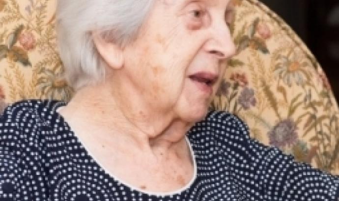 Persona gran atesa per la Fundació Ntra. Sra. dels Àngels. Font: OHSJD