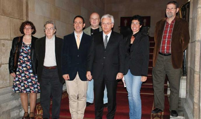 El Conseller de Cultura, Ferran Mascarell, amb els impulsors de la iniciativa Font: