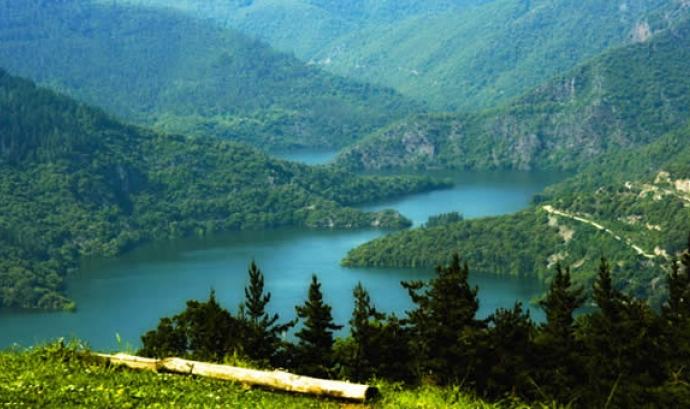 La Selva es defineix com a comarca de boscos i aigua, de mar i muntanya (imatge: inforural.com) Font: