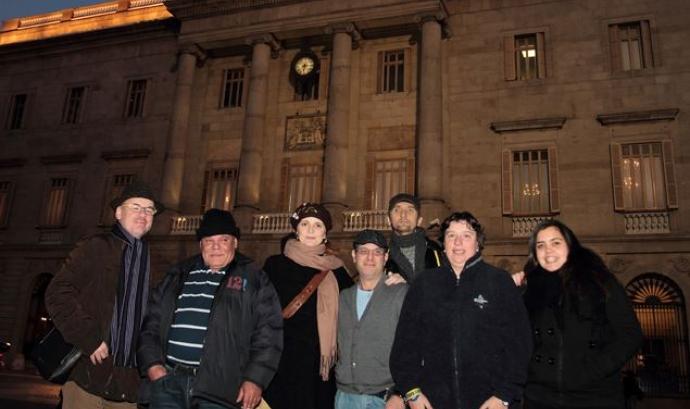 Equip recompte sense sostre davant Ajuntament de Barcelona