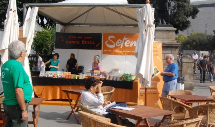 Cafeteria de comerç just en una edició anterior de la Festes de la Mercè. Font: Setem Font: