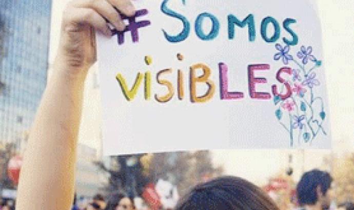 """Som visibles. Imatge del GIF de la crida """"Sóc lesbiana. Sóc visible"""". Font: Plana web de Xarxa Feminista Font:"""