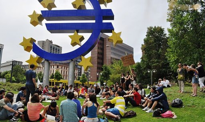 Assamblea dels indignats a Frankfurt el 2011. Foto: Mar del Sur (Wikimedia commons) Font: