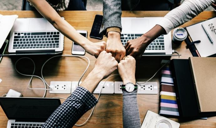 L'objectiu dels tallers és apendre a constituir una cooperativa. Font: Unsplash.
