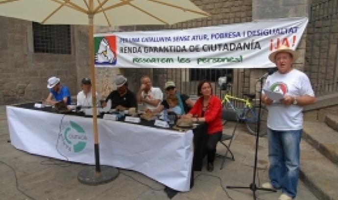 Diosdado Toledano, a la dreta, en una parada de la Comissió promotora de l'ILP