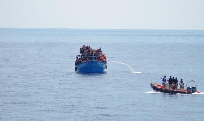 Els traficants d'immigrants es promocionen mitjançant les xarxes socials. Fotografia: MOAS Font: