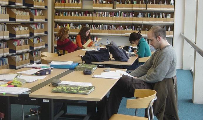 Estudiants a la biblioteca de la UAB, autora Marta Piqs Font: