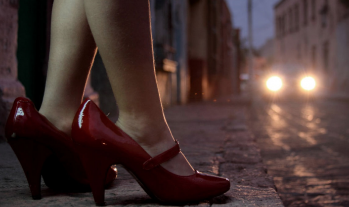 Imatge d'unes sabates de taló en un carrer Font: Vanguardia Liberal
