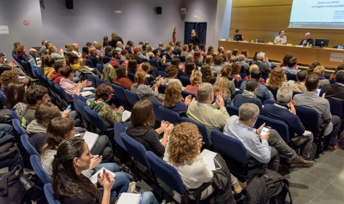 Els ponents del debat que va tenir lloc dijous al migdia a La Farga de l'Hospitalet. Font: Taula del Tercer Sector.