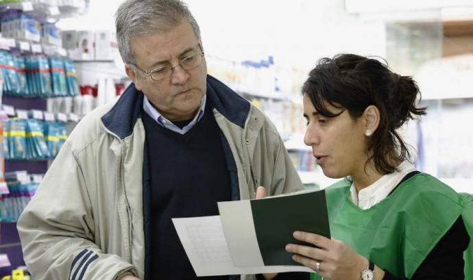 Voluntària Campanya Medicaments Solidaris Font: Banc Farmacèutic