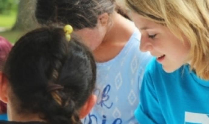 L'objectiu és donar a conèixer les possibilitats que les entitats ofereixen per a fer un voluntariat internacional responsable. Font: Unsplash.