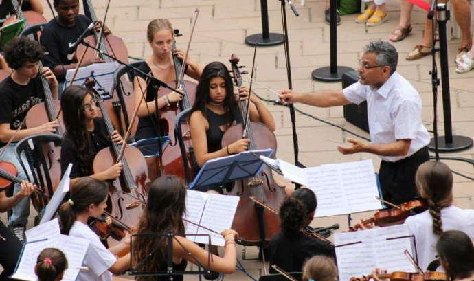Pablo González és el fundador de l'associació Vozes, que ofereix formació musical gratuïta a joves i infants amb dificultats econòmiques. Font: Associació Vozes