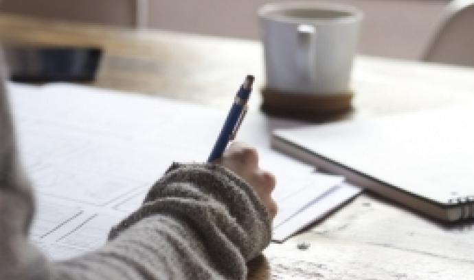 L'objectiu és aprendre a elaborar i gestionar projectes, millorant la seva redacció, explicant les activitats que es faran i fent que quedin més clars els objectius. Font: Unsplash.