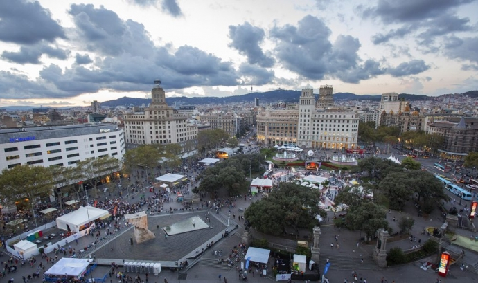 L'Associa't a la festa se celebra durant la Mercè a la plaça de Catalunya. Font: Xarxanet