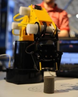Fotografia d'un braç robòtic.