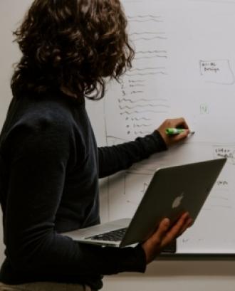 L'objectiu és aprendre a fer un anàlisi previ del sector i realitzar una planificació comercial a una cooperativa. Font: Unsplash.