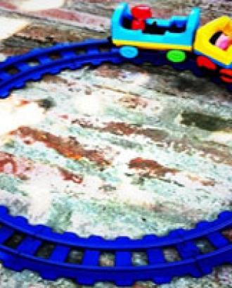 Imatge d'una via i un tren de joguina