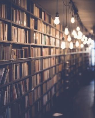 L'objectiu és contribuir a la construcció d'una ciutadania global transformadora a través de les biblioteques de Catalunya. Font: Unsplash.