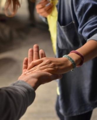 L'objectiu és introduir a les persones que estan pensant en muntar una cooperativa, en els aspectes més tècnics del procés. Font: Unsplash.